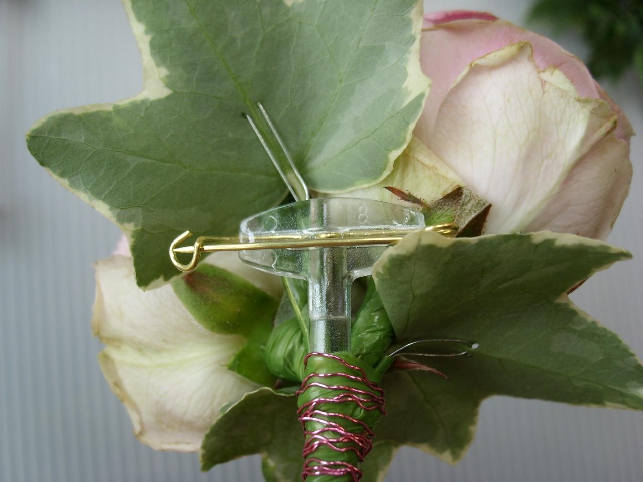 How To Make Wedding Buttonholes: Buttonholes & Corsages
