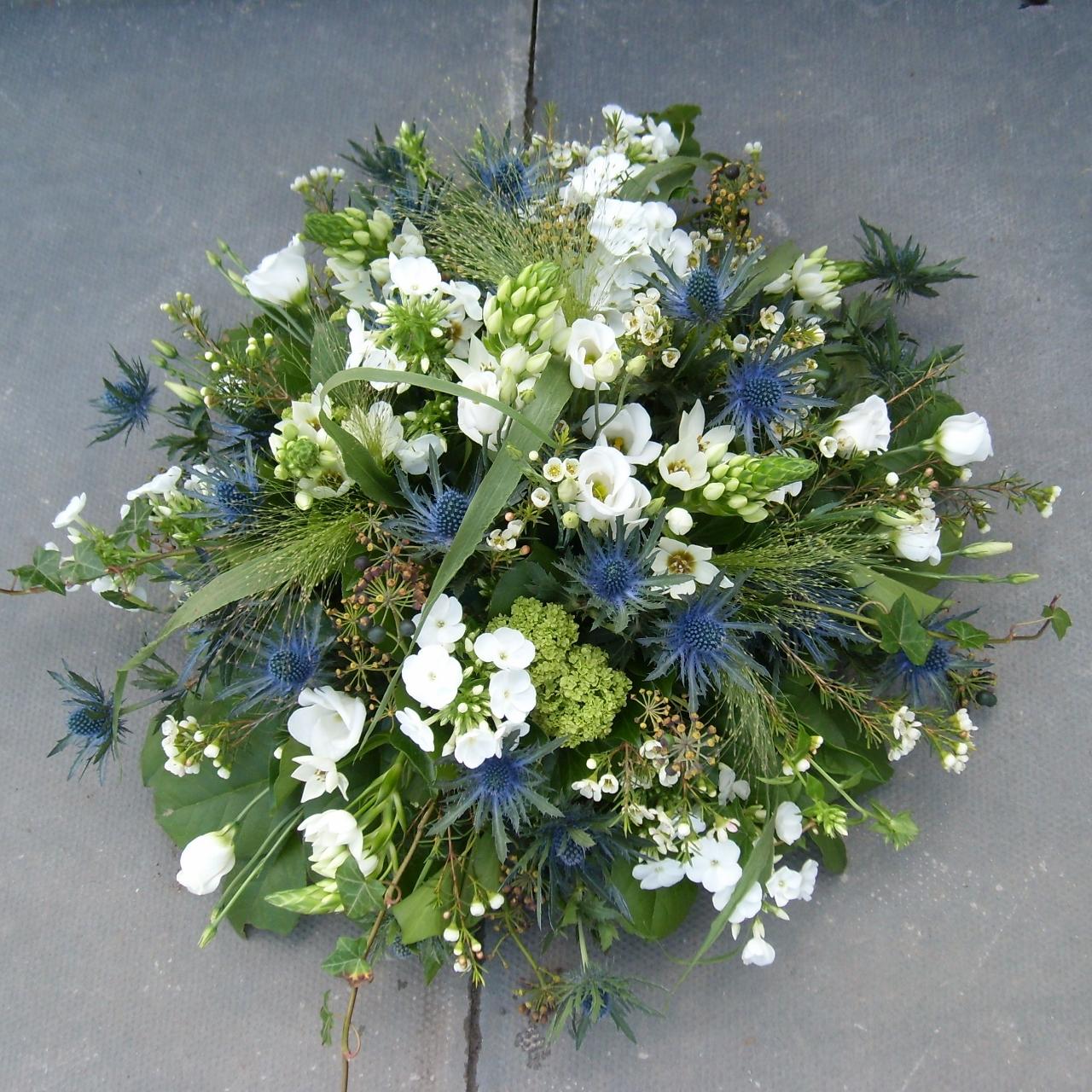 Sympathy flowers to celebrate a life izmirmasajfo